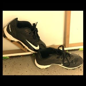 Nike baseball cleats size 13 little boys